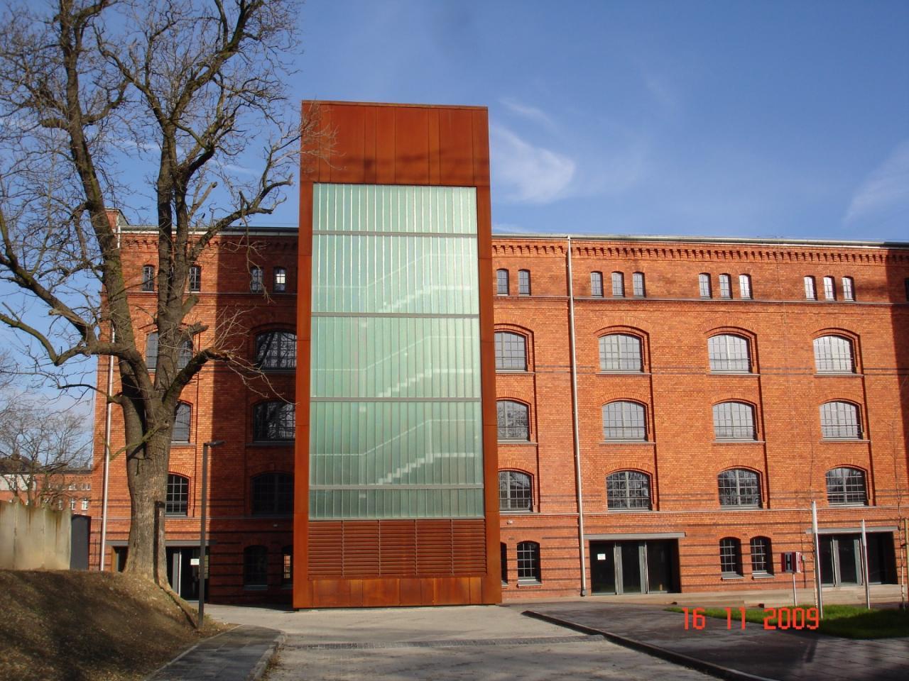 szkło profilowane w układzie pionowym